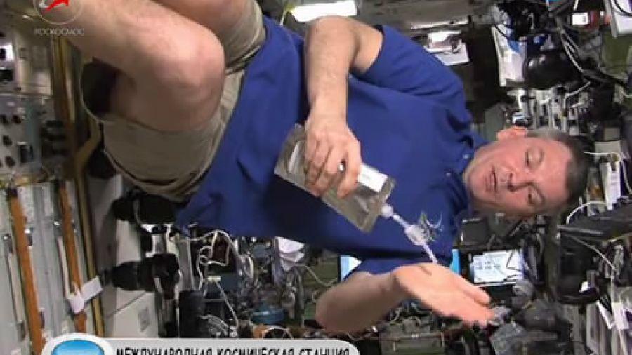 Как в космосе стирают одежду?