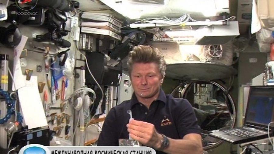 Как ведет себя в космосе шарик с гелием?