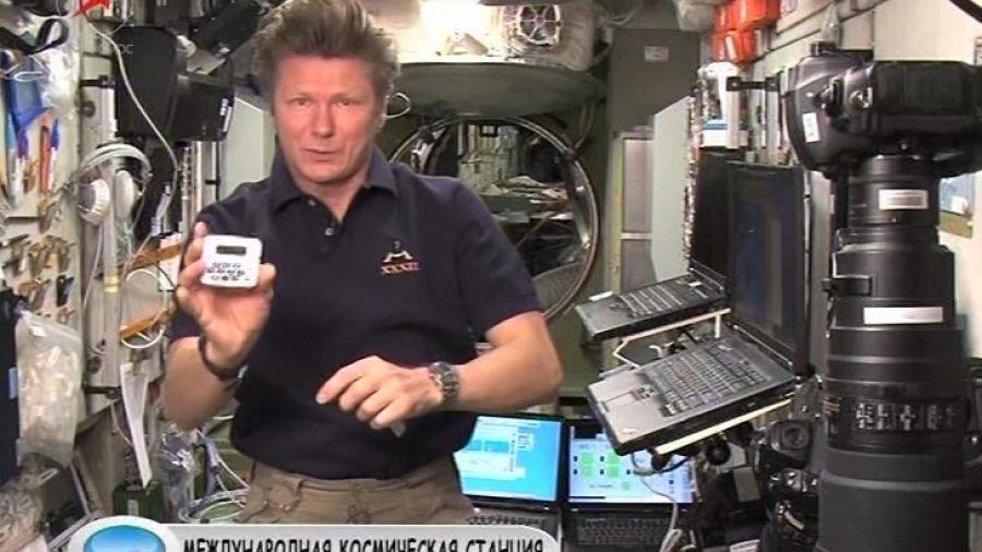 Космонавты, спасаясь от вечного шума, спят в наушниках. Слышат ли они будильник?
